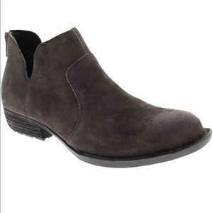 Born Kerri boot size 8 new in box grey